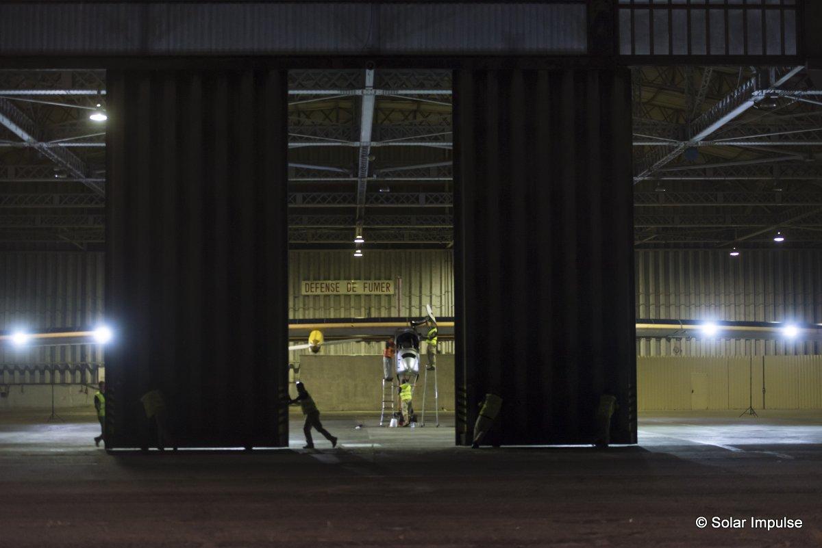 20120724_Crossingsfrontiers_toulousetakeoff_BP_revillard Solar impulse piloté par Bertrand Piccard a decollé aujourd\'hui de Toulouse pour la derniere etape de son voyage intercontinental vers payerne