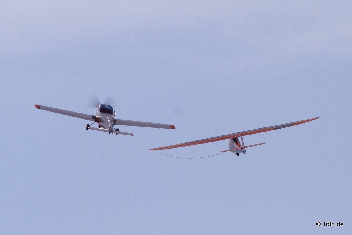 Flugplatzhock mit Modellflugvorführung Hülben 08.07.2017