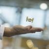 Ein Mitarbeiter der Firma Jamara Germany e.K. haelt seine Hand unter einen der kleinsten Quadrocopter Poky (An employee of the company Jamara Germany e.K. holds his hand under one of the smallest Quadrocopters, Poky)
